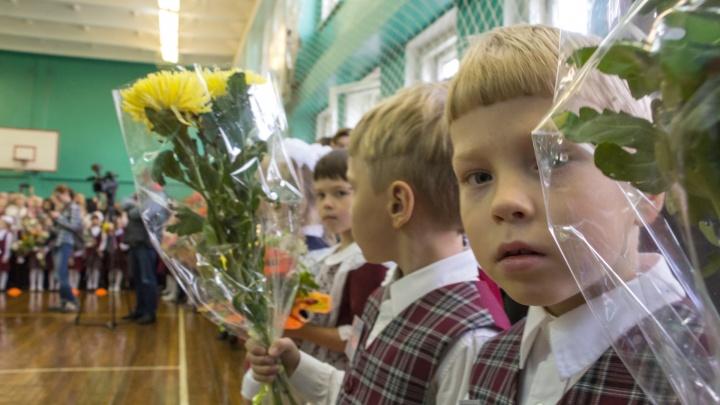 Учебники, букеты и санитайзеры: расскажите и покажите, как ваш ребенок начинает новый учебный год