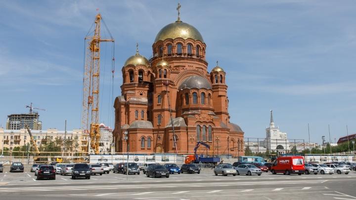 А если всё придется восстанавливать? Общественник — о демонтаже трибуны на площади Павших Борцов