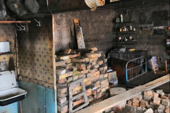В Башкирии сироту поселили в сгоревшем бараке