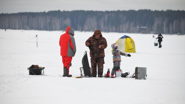 На льдине! Как спасали 468 рыбаков в Заречном и почему они не стали сматывать удочки