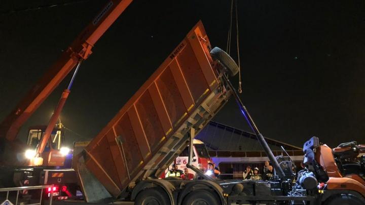 В Екатеринбурге восстановили движение по трассе М-5 после обрушения пешеходного моста