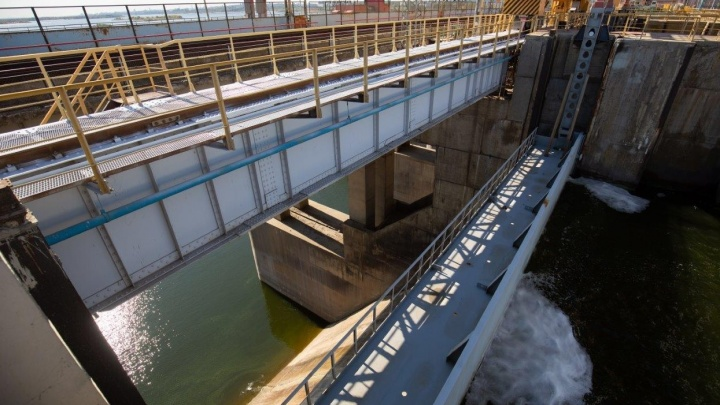 Паводок закончился: на Волжской ГЭС закрыли водосливные плотины
