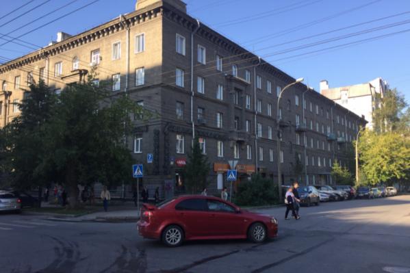 Жителей дома вывели из здания, у студентов отменили занятия