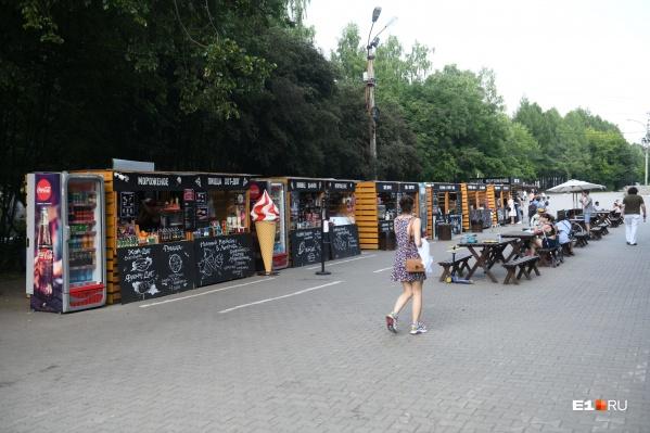 Это «Вкусная улица», один из двух фуд-кортов, которые теперь будут в парке