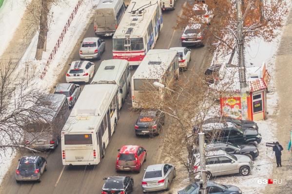 "Платные парковки <a href=""https://63.ru/text/transport/2020/11/02/69526511/"" target=""_blank"" class=""_"">сделают на 48 улицах</a>"