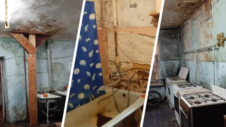 «В таких условиях живут люди»: в Ярославле чиновник показал ужасы старых домов на «Пятёрке»