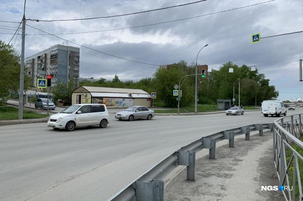 Пересечение улиц Георгия Колонды и Светлановской