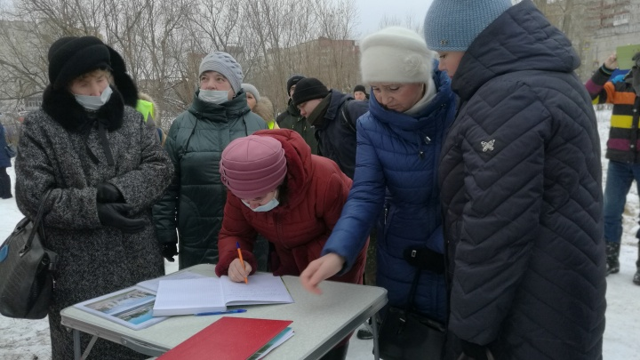 Группа северодвинцев выступила против застройки на пустыре в пользу парка. Они ждут референдум
