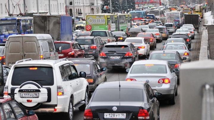 Почему мы все стоим: девять причин для адских пробок в Екатеринбурге