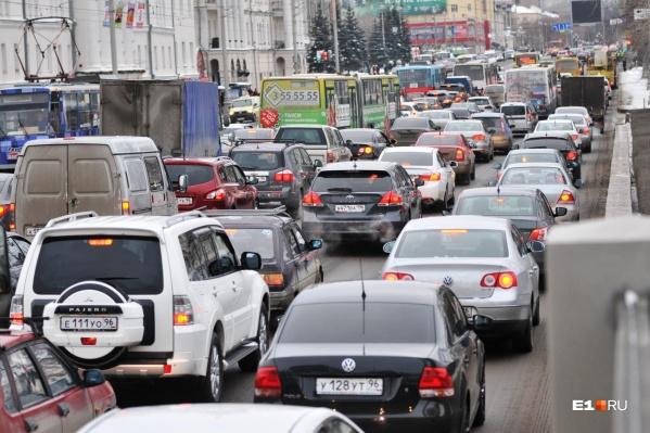 В Екатеринбурге уже много лет серьезные заторы, но решения этой проблемы на горизонте не видно