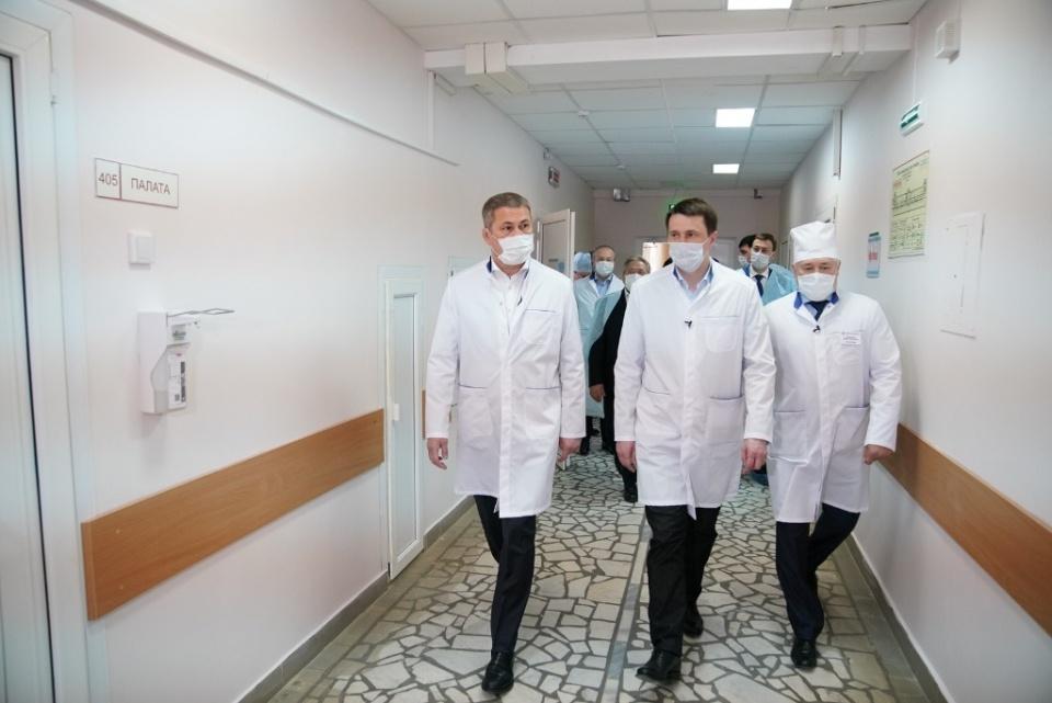 Радий Хабиров побывал в РКБ имени Куватова и посоветовал врачам «не побираться»