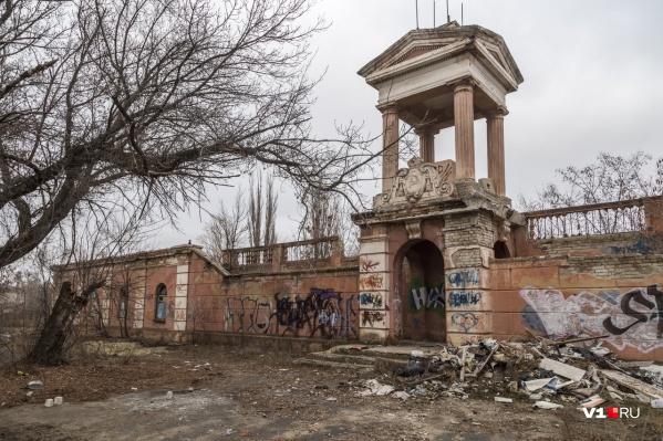 Владимир Типаев уверен, что «Монолит» находится в аварийном состоянии и частичному сохранению не подлежит