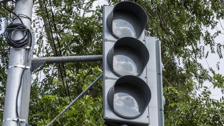 В Волгограде на 200 метрах улицы Штеменко установили два светофора и ограничили скорость