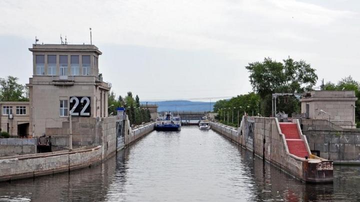В Самарской области баржа врезалась в створку Жигулёвской ГЭС