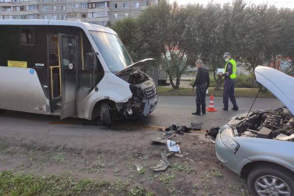 Пассажиров в маршрутке в момент аварии не было