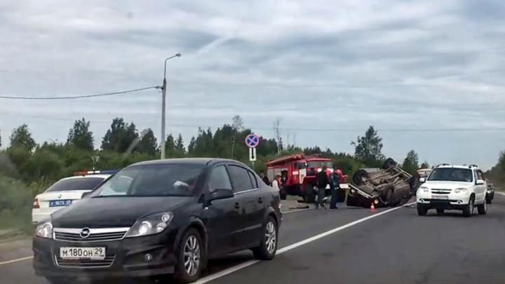 На Окружном шоссе столкнулись два автомобиля — один из них перевернулся