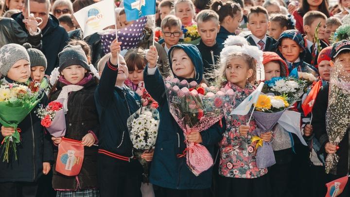 Родителей первоклашек в тюменской гимназии не собираются пускать на линейку. Почему?