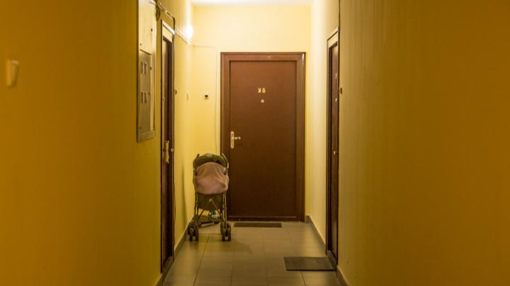 «Говорят про коронавирус, усыпляют газом и выносят всё из квартиры»: комментарий полиции к страшилке