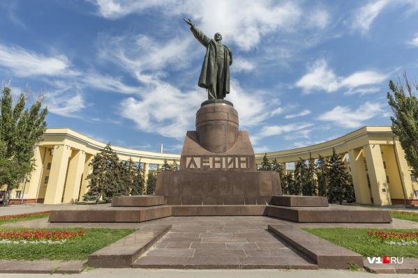 Возьмут под охрану разваливающийся памятник Ленину
