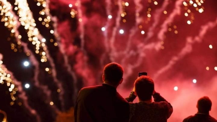 В Волгограде прогремел праздничный салют: смотрим видео