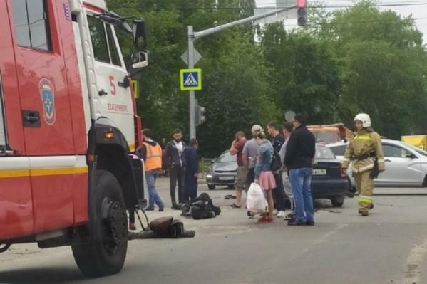 Мотоциклист и его пассажирка получили серьезные травмы