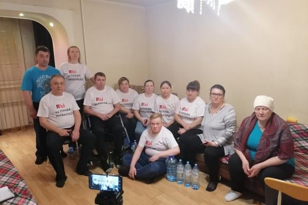 Инвалиды требовали изменения законодательства.Андрей Романов — слева