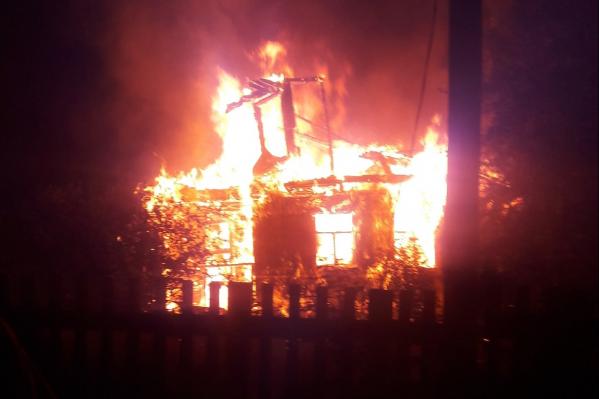 Дом загорелся сегодня после полуночи