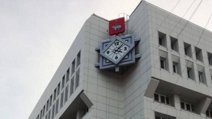 В Перми остановились городские часы на гостинице «Урал»