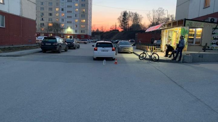 В Новосибирске автомобиль сбил школьника-велосипедиста