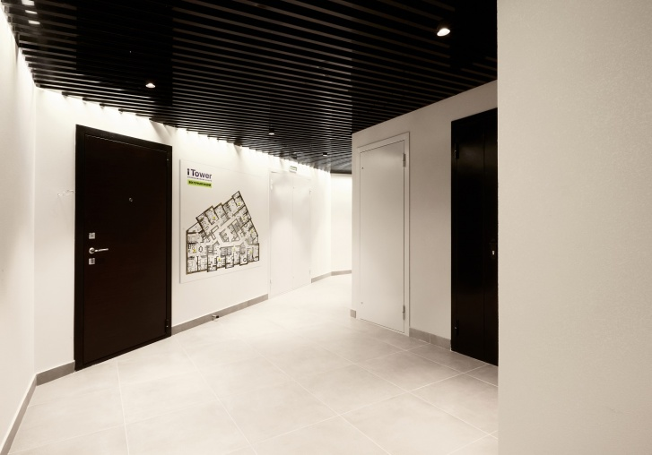 Всех клиентов iTower водят на демоэтаж, который доступен для посещения прямо во II очереди проекта. Там, кстати, можно вживую посмотреть и на планировки-участницы спецпредложения