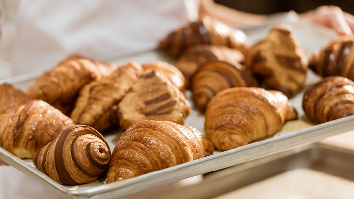 Пекарни и кондитерские Волгограда: где готовят пышные домашние пироги и знают формулу идеального круассана