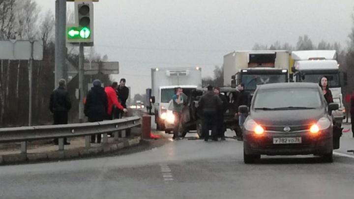 Влетел на большой скорости: в Ярославской области «Газель» протаранила два автомобиля
