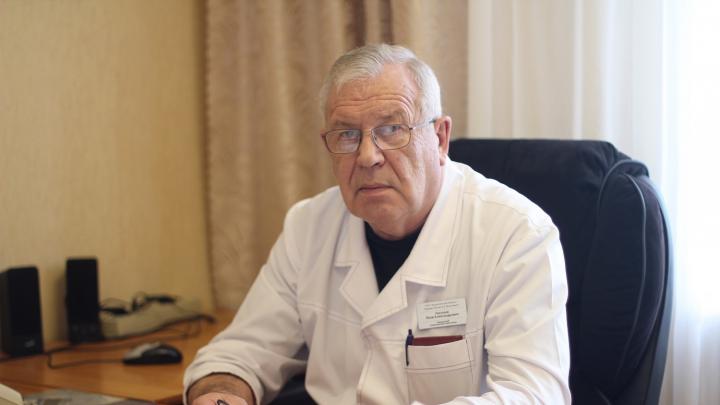 «По шведскому варианту»: заслуженный врач из Архангельска объяснил, зачем носить маски и перчатки