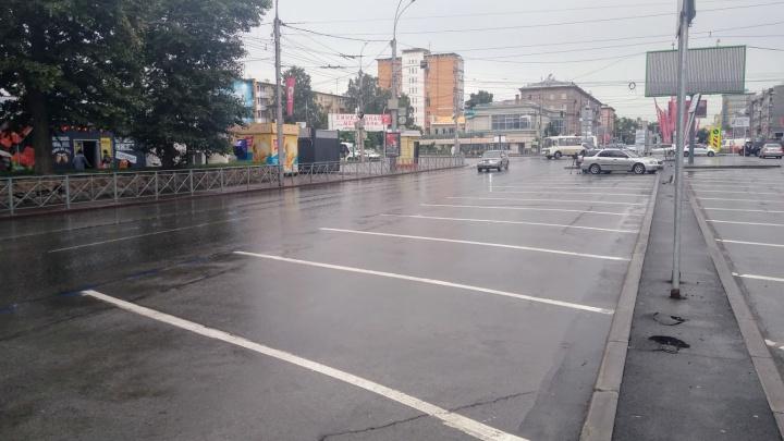 На платных парковках Новосибирска продлили время бесплатного простоя