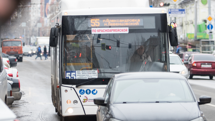 На восемь маршрутов Ростова выпустят больше автобусов