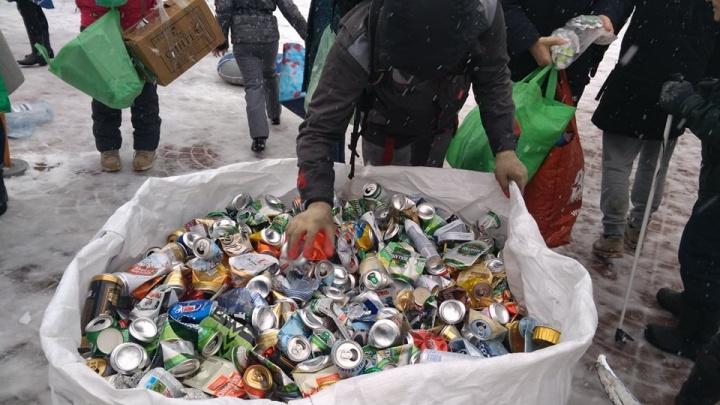 Полная «Газель» стекла: в Ярославле прошла акция «Экомобиль». Роемся в мусоре, смотрим, что принесли