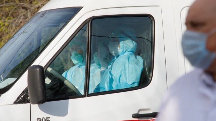 «Надоело ощущать себя пушечным мясом»: водители инфекционного госпиталя в Волгоградской области остались без доплат