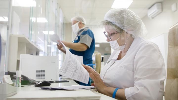 Власти Челябинской области заверили, что медработники не потеряют в зарплате из-за пандемии COVID-19