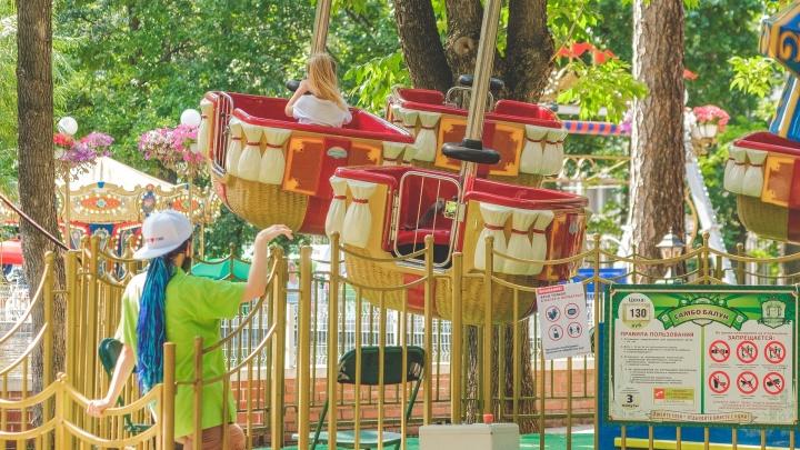 В парке Горького заработали аттракционы, но пока не все. Фоторепортаж