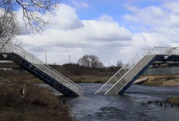 «Сделаем попроще»: власти рассказали, что будет на месте моста, рухнувшего в реку Устье