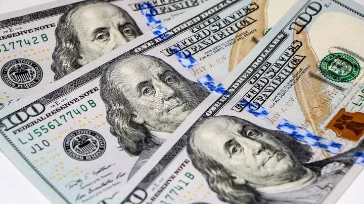 «75 за доллар удобно для расчетов, 100 — еще удобнее»: как нижегородцы реагируют на падение рубля