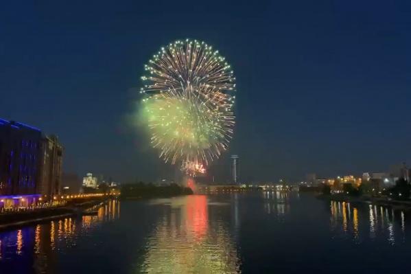 3 июля в честь присвоения Екатеринбургу звания «город трудовой доблести» в столице Урала устроили салют