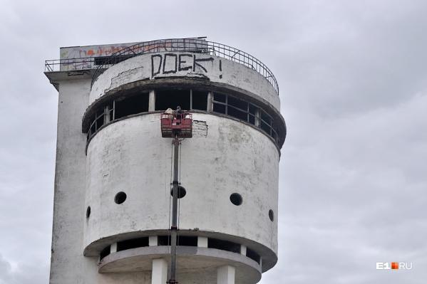 Когда-то Белая Башня была одним из самых высоких зданий на Уралмаше