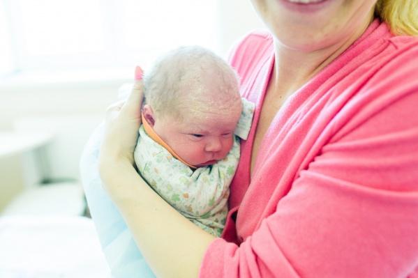 Средний возраст матери при рождении ребёнка постоянно увеличивается и сейчас составляет 29 лет