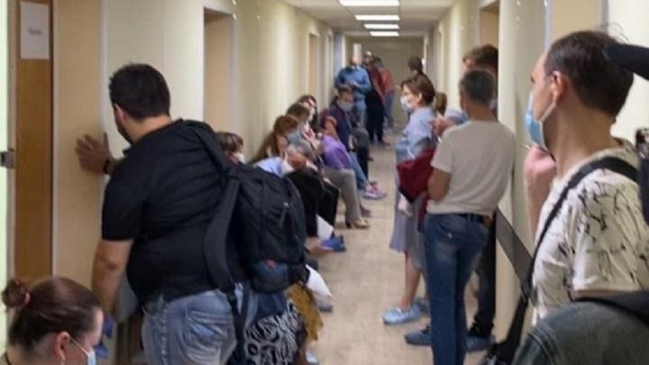 «Это была пиковая нагрузка»: в оперштабе объяснили огромные очереди на КТ в диагностическом центре