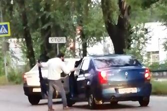 Автомобилисты не поделили дорогу
