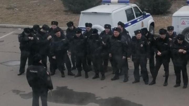 Красноярских полицейских привлекли к поиску туристов, прорвавших кордон в аэропорту