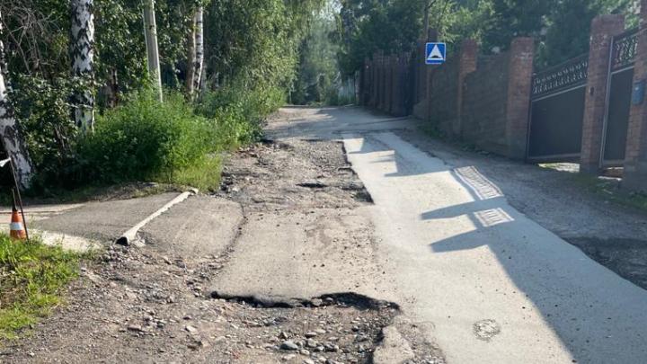 «Мы брошены!»: жители Еловой пять лет пытаются убедить чиновников починить единственную дорогу