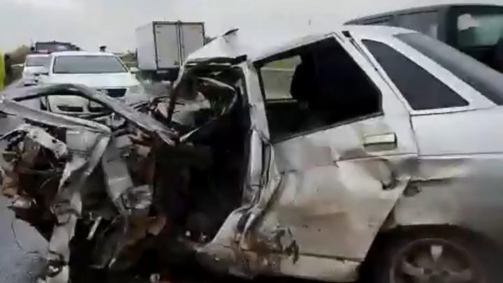 На трассе в Башкирии лоб в лоб столкнулись Mitsubishi и ВАЗ-2110