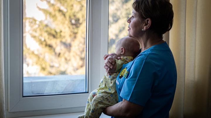 Мама на 12 часов: НГС провел день с няней, которая ухаживает за младенцами-сиротами
